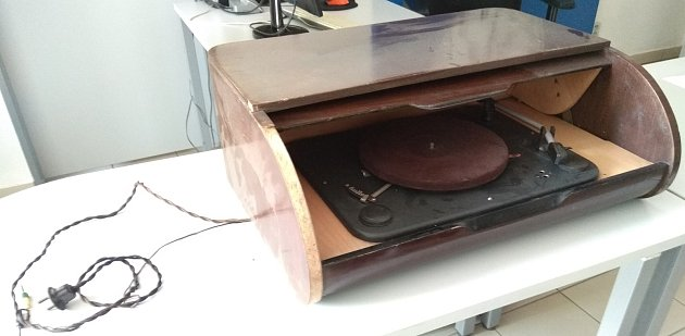 Nalezený gramofon.