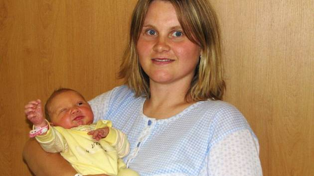 Manželům Jíšovým se 2. června půl hodiny po poledni narodila dcera Lucie. Holčička po porodu vážila 3,30 kg a měřila 50 cm. Doma v Divišově Lucince postýlku chystá dvouletá Nikol.