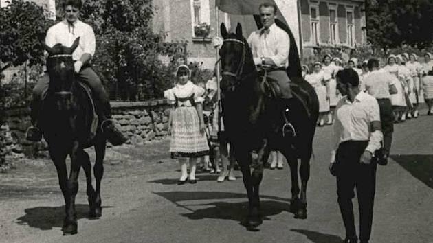 Slavnosti v Louňovicích pod Blaníkem.