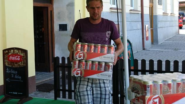 Staročeská krčma U kašny se stala vítězem tipovací soutěže Tipni si Euro s Deníkem a vyhrála sto plechovek piva Gambrinus.
