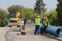 Rekonstrukce přivaděče vody v benešovské ulici K Tužince 14. května 2015.