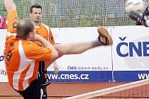 Smolný až hrůzný víkend zažily tradiční opory Šacungu, David Ešner s Františkem Kalasem. Ze sedmi dílčích zápasů hned šestkrát prohráli, z toho pětkrát o jediný míč.