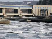 Utonulého muže našli pracovníci elektrárny ve Vraném nad Vltavou v úterý 29. ledna.