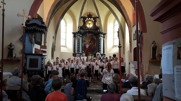 Dětská opera Praha se vrátila do kostela sv. Máří Magdalény v Bělicích.