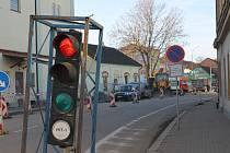 Provoz v Táborské ulici mezi benešovským pivovarem a Husovým náměstím je od 1. listopadu řízený semafory.