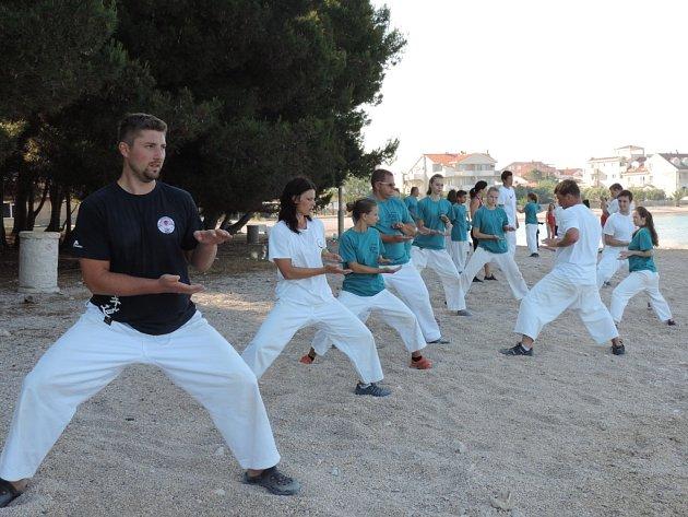 Benešovští karatisté strávili týden tréninku u moře.