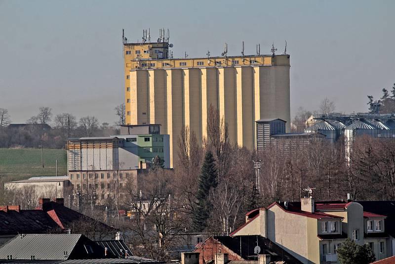 Benešov při pohledu ze střechy kostela sv. Anny - silo.