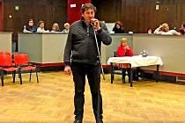 Předseda SK Benešov Tomáš Novák při vystoupení před zastupiteli vysvětloval, proč v současné době klub nepospíchá na peníze z grantového fondu města.