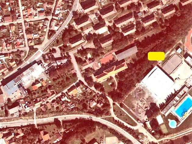 Kogenerační jednotku s výkonem 250 kWel na pozemku mezi stadiony a základní školou bude zásobovat plynovod od Pavlovic.