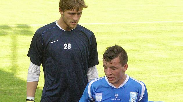 Vysoký brankář Tomáš Holý (2,06 m)má před sebou velký úkol nahradit v brance druholigové Vlašimi Michala Tomu odchozivšího ke konkurentovi do Táborska.