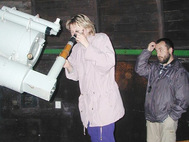 Pozorování z kopule doprovázejí amatérští astronomové výkladem