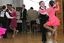 Standardní a latinskoamerické tance k vidění v pátek na parketu městského divadla Na Poště nebudou.
