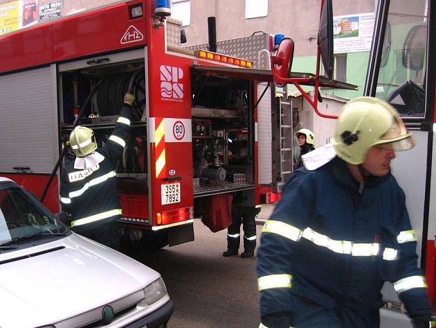 Majitelé špatně zaparkovaných vozů riskovali jejich poškození
