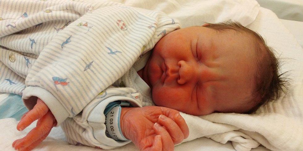 Matyáš Schneider se poprvé rozkřičel 28. března 2021 ve 12. 54 hodin v čáslavské porodnici. Vážil 3550 gramů a měřil 51 centimetrů. Domů do Nových Dvorů si ho odvezli maminka Hana, tatínek Milan a pětiletá sestřička Viktorka.