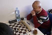 Sázava sice s Říčany prohrála, domácí Vladimír Závůrka (na snímku) si ale s mladým Tadeášem Jirouškem poradil.