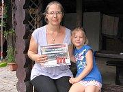 Druhá skončila Božena Drábková z Tomic (cenu, 500 korun voucher na ABO našich Deníků nebo časopisů, převzala dcera s vnučkou).