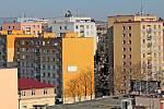 Benešov při pohledu ze střechy kostela sv. Anny - panelové domy v Pražské a Nové Pražské ulici.