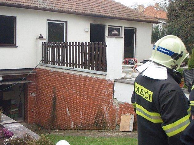 Požár rodiného domu v Průhonicích.