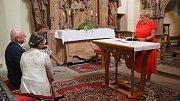 Slib před Bohem si dali manželé Jaroslav Hanuš a Klára Gočárová v kostele sv. Havla v Poříčí nad Sázavou v sobotu 12. srpna 2017.