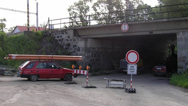 Z důvodu rekonstrukce železničního mostu je až do 14. června uzavřený podjezd ve směru na Poříčí