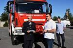 Z předávání cisternových automobilových stříkaček jednotkám sborů dobrovolných hasičů v Říčanech.