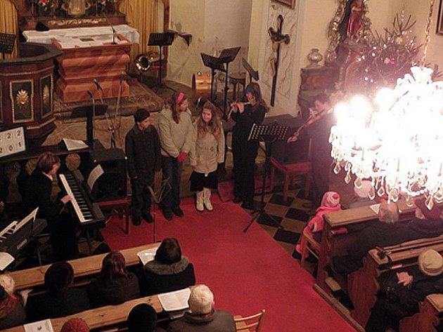 Slyšte, slyšte pastuškové, Nesem Vám noviny, Vinšujem Vám štěstí, zdraví a mnoho dalších českých koled rozeznělo kostel ve Vranově.