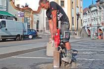 Přípravné práce pro spuštění systému smart parking v Benešově.
