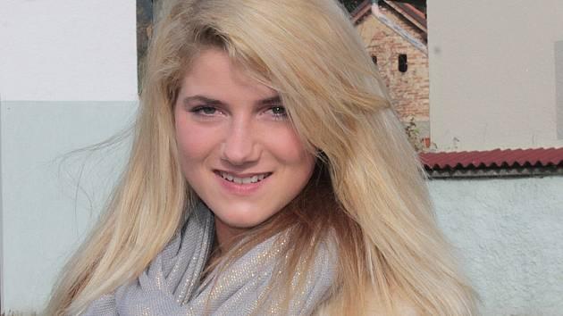 Iveta Nácovská z Mezihoří při soutěži Miss hasička ČeskoSlovensko 2015 reprezentovala dobrovolné hasiče z Petroupimi.