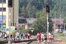 Poloostrovní nástupiště v Týnci nad Sázavou začne cestujícím sloužit po skončení nepřetržitých výluk začátkem května.