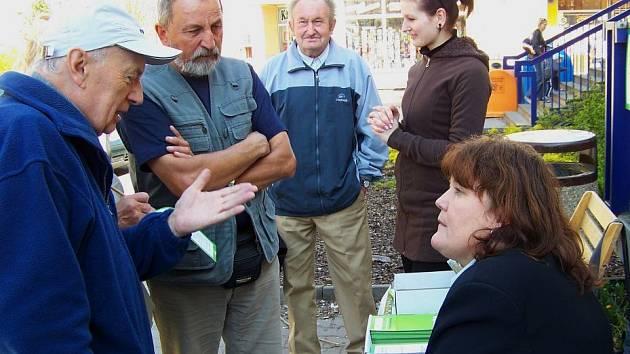 Celý den vedoucí odboru životního prostředí Jana Zmeškalová se svou kolegyní radila lidem jak na zelené dotace