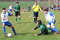 Ve Struhařově Týnec (v modrobílém) prohrál v úvodu jara 0-1.
