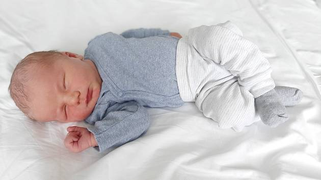 Toníček Kalina se narodil 30. dubna 2021 v příbramské porodnici. Po porodu vážil 4730 g a měřil 56 cm. S rodiči Hankou a Ondřejem a se sestřičkou Magdalénkou bude bydlet v Chramostech.