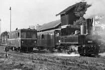 Další fotografie z října 1985, kdy se na trati z Benešova do Vlašimi a Trhového Štěpánova uskutečnily nostalgické jízdy historickým soupravami a lokomotivami k  90 rokům  provozu Vlašimky.