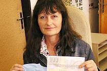 Blažena Bendová z Vrchotových Janovic kralovala v 5. kole Fortuna ligy a v redakci Benešovského deníku si vyzvedla stokorunovou poukázku od sázkové kanceláře Fortuna a tričko.