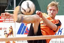 V Zahorčicích (část Lnáře) na Strakonicku věří, že tradiční nohejbalový turnaj v létě přivítají již na rekonstruovaném hřišti (iliustrační foto).