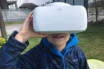Předškoláci z mateřské školy MiniSvět Mrač se seznámili s dronem.