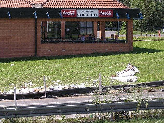 Na 50. kilometru dálnice D1 ve směru na Brno došlo ke zvednutí dálniční betonové desky. Na místě je omezena doprava do jednoho pruhu a rychlost je omezena na 80 km/h. Ilustrační foto.