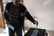 V Nemíži přišel čtrnáctý volič ze 35 v sobotu v 10.57