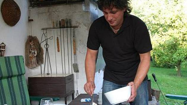 Miroslav Dvořák je nejen výborný herec, ale i kuchař.