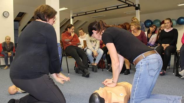 Z kurzu první pomoci v Mateřském centru Hvězdička v Benešově.