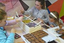 Benešovské děti z DDM navštívily v Táboře muzeum čokolády a marcipánu, muzeum lega a Housův mlýn s filmovou zbrojnicí.