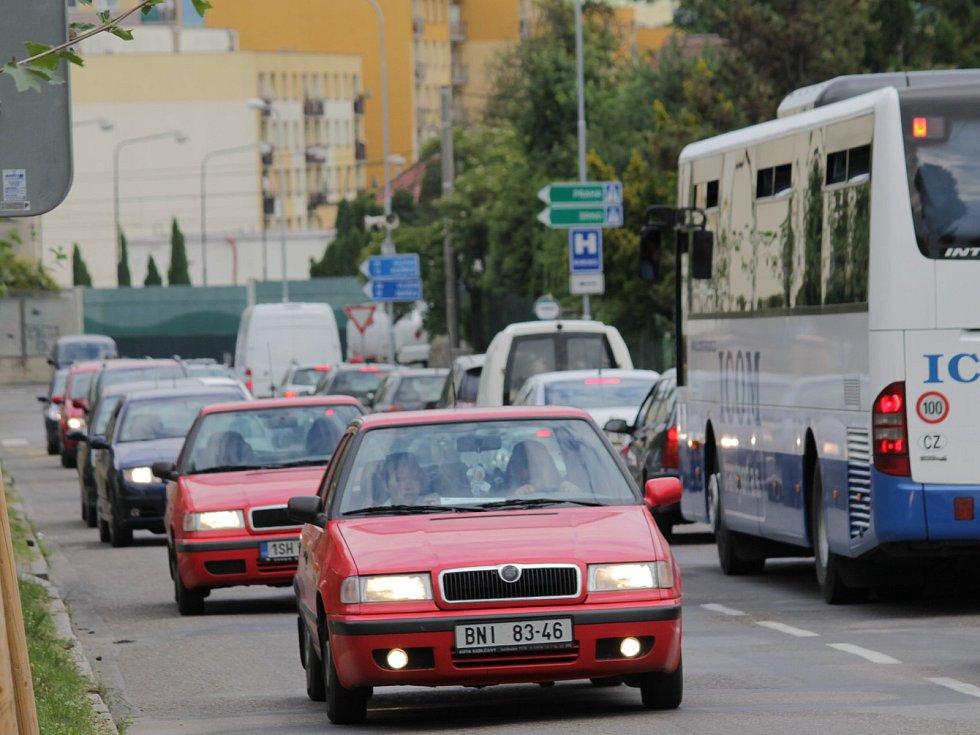 V Benešově zase o něco zhoustne provoz. tentokrát to bude kvůli opravě ulic Křižíkovy a Jana Nohy.