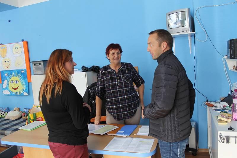 Momentka z volební místnosti benešovského okrsku číslo 6.