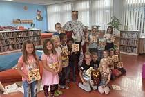 Pasování nových čtenářů v Městské knihovně v Benešově.