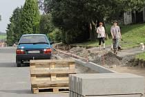 Rekonstrukce Pražské ulice ve Voticích pokračuje až do konce srpna.