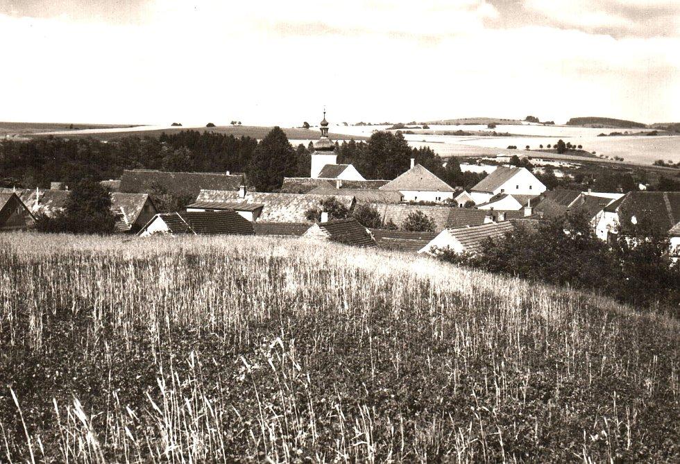 Pohled na hornické městečko Kamberk z návrší.