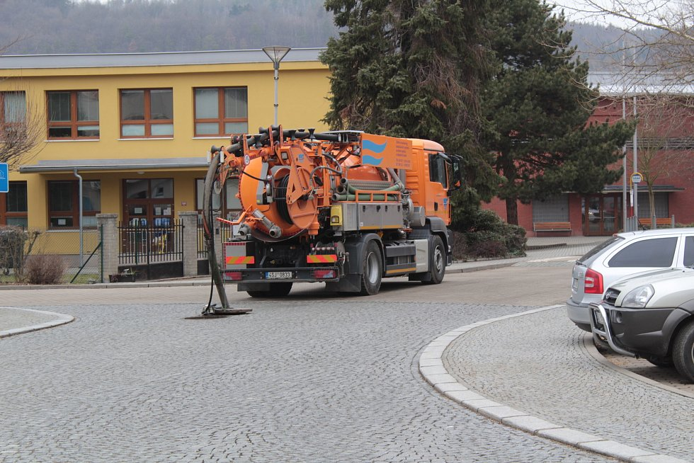Monitoring kanalizační sítě v centru města Sázavy.