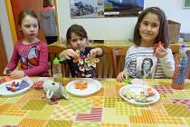 Tvoření v rámci Jarního nocování v Domě dětí a mládeže v Benešově.