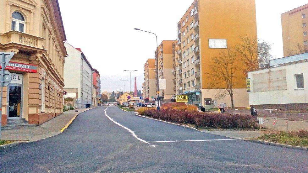 Dolní polovina Pražské ulice v Benešově na konci opravy.