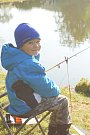Malí rybáři předvedli, jak nejlépe a nejrychleji dokážou ulovit rybu.
